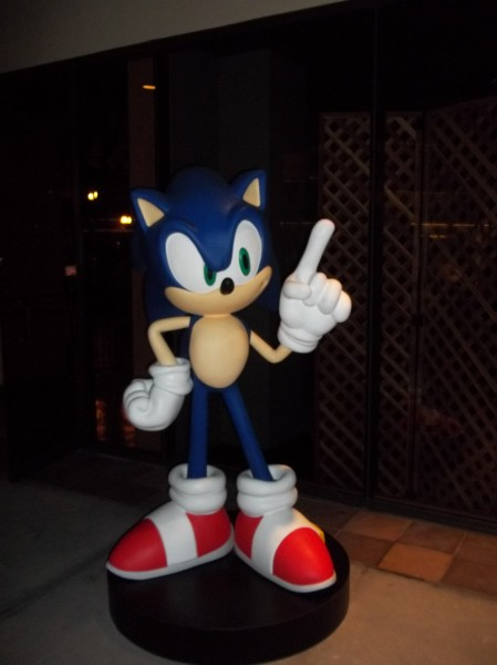 Here's a smaller Sonic to take pictures with.