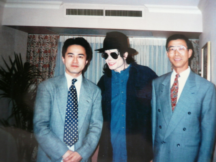 Just a cool picture I had to share (again with MJ!), young Mizuguchi, with General Manager Hisashi Suzuki.